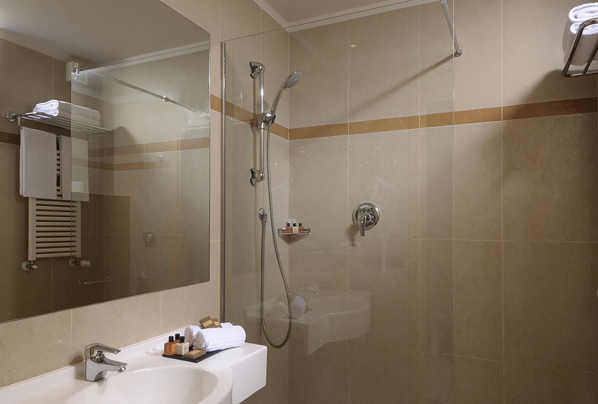 Camere hotel a bologna 4 stelle scegli aemilia hotel - Camere da bagno ...